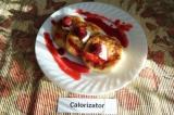 Готовое блюдо: сырники с малиновым соусом