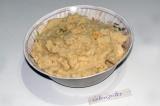Шаг 4. В полученную массу добавить горчичный порошок и соль. Взбить погружным