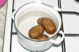 Шаг 2. Картофель сварить «в мундире».
