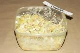 Шаг 7. Смешать все ингредиенты, добавить соль и майонез. Все тщательно перемешат