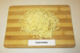Шаг 1. Натереть на терке сыр.
