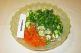 Шаг 6. Сложить подготовленные овощи в салатницу.