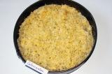 Шаг 7. Сверху положить слой тертого сыра. Отправить в духовку (200 градусов) на