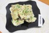 Готовое блюдо: курица с грибами, тушенная в сметане