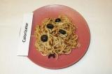 Готовое блюдо: спагетти с маслинами