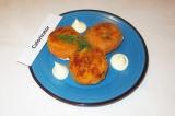 Готовое блюдо: морковные котлеты с яблоком