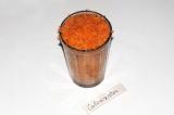 Шаг 1. Натереть стакан моркови.