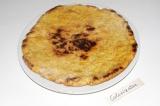 Шаг 7. На раскаленной сковороде обжарить с двух сторон коржи.