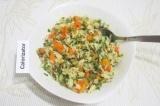 Шаг 8. Заправить салат и оставить на 10 минут пропитаться.
