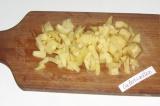 Шаг 3. Туда же отправить нарезанный мелкими кубиками картофель.
