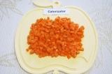 Шаг 3. Нарезать маленькими кубиками морковь.