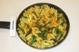 Шаг 6. Смешать макароны с готовой фасолью.