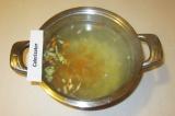 Шаг 10. Добавить поджарку в суп.