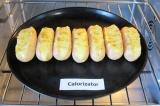 Шаг 5. Поставить противень с сосисками в духовку и запекать примерно 20 минут