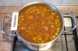 Шаг 9. Варить суп до готовности овощей. При подаче посыпать зеленью.