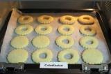 Шаг 7. Разогреть духовку до 180C. Выложить заготовки для печенья на бумагу. Выпе
