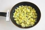 Шаг 6. Добавить 1 стакан воды, потушить до мягкости овощей.