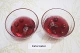 Шаг 3. Разлить вишневое желе по креманкам и поставить на 2 часа в холодильник.