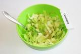 Шаг 6. Полить салат заправкой с имбирем. Хорошо перемешать.