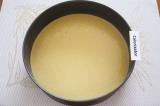 Шаг 3. Разделить тесто на две одинаковые части. Одну часть поставить в духовку