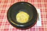 Шаг 3. Добавить воду, соль, мед, уксус.