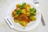 Готовое блюдо: гарнир из картофеля, моркови и лука