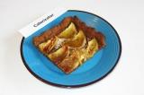 Готовое блюдо: пирог с бананами и финиками