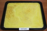 Шаг 3. Нарезать остывшую яичницу прямоугольниками со сторонами примерно 10х12 см