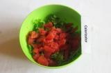 Шаг 5. Добавить грейпфрут к листьям салата.