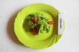 Готовое блюдо: салат с грейпфрутом и кунжутом