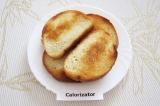 Шаг 1. Поджарить на растительном масле ломтики хлеба до золотистого цвета или пр