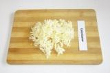 Шаг 2. Сыр натереть на терке.