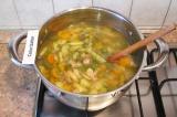 Шаг 8. Готовому супу дать настояться под крышкой 10 минут.