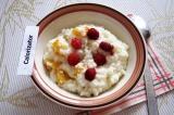Готовое блюдо: молочная каша с фруктами