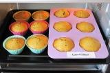 Шаг 8. Разогреть духовку до 180C. Выпекать кексы около 30 минут, проверить готов