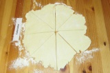 Шаг 6. Разрезать на 8 треугольных сегментов.