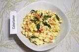 Готовое блюдо: салат с крабовыми палочками