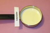 Шаг 1. Молоко налить в ковшик или маленькую кастрюлю.
