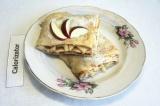 Готовое блюдо: блинный пирог с яблоками