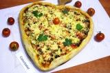 Готовое блюдо: пицца в форме сердца