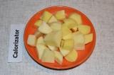 Шаг 3. Картофель помыть и нарезать небольшими кубиками.