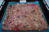 Шаг 6. Выложить массу на противень, застеленный ковриком/пергаментной бумагой.