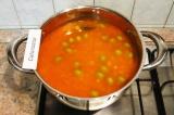 Шаг 10. Хорошо перемешать, закрыть кастрюлю крышкой и дать настояться супу 10 ми