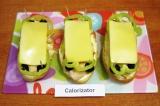 Шаг 7. Сверху на перец положить еще по одной полоске сыра, накрыть верхней полов