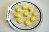 Готовое блюдо: сладкие роллы в апельсиновом соусе