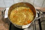 Шаг 6. Варить до готовности спагетти.