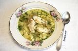Готовое блюдо: суп с куриными крылышками
