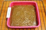 Шаг 8. Слегка смазать сливочным маслом форму для выпечки, выложить в нее тесто