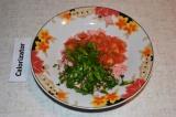 Шаг 3. Зелень измельчить и отправить к остальным ингредиентам.