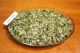 Шаг 8. На фарш выложить грибы с луком.